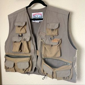 Fishing Vest with all the pockets. cuttbow gear